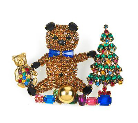 bear brooch with presents and christmas tree