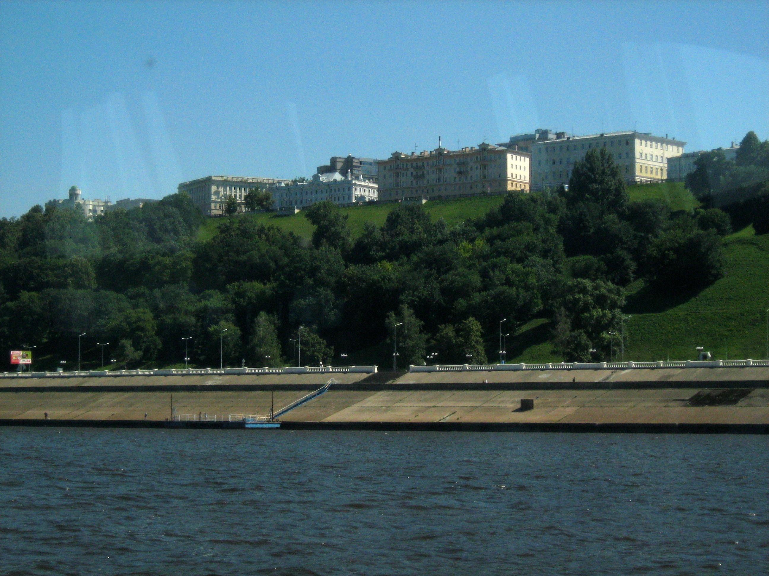 Нижне-, Верхневолжская набережные и Александровский сад между ними
