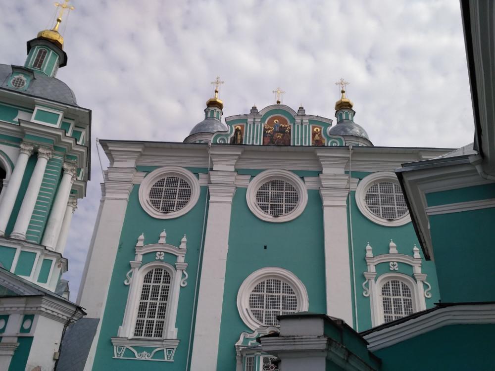 Великолепие собора поразило даже французов и немцев во время оккупации города. Наполеон и Гудериан предпринимали меры для его защиты.  Не помогло, часть святынь исчезла. Хорошо, хоть само здание не пострадало.