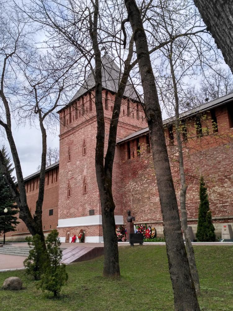 Башня Донец в сквере Памяти Героев
