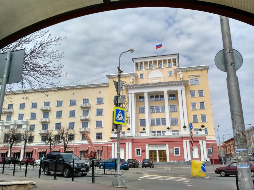 Здание Арбитражного суда на углу улиц Большой Советской и Глинки