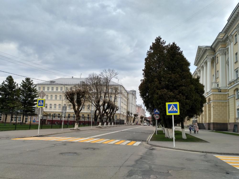 Администрация области и Смоленский госуниверситет (все та же улица Пржевальского)