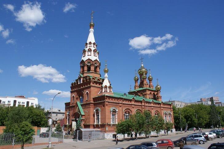 Вознесенско-Феодосиевская церковь – последняя из дореволюционных городских церквей. Построена на купеческие деньги в 1902 году (фото с сайта top10.travel)