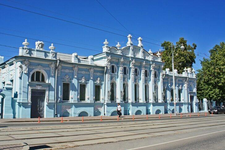 На мой взгляд, самое симпатичное здание Перми – дом купца Грибушина (1905 год). Фото с сайта top10.travel