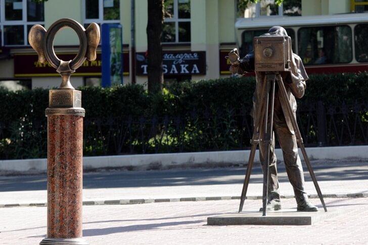 «Пермяк – солёные уши» популярное место для фотосессий в самом центре Перми (фото с сайта top10.travel)