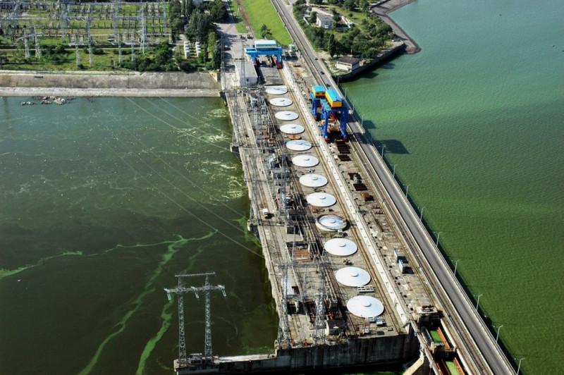 Машинный зал ГЭС. Ха, это разве зелень?! Вот в наше время… Фото с сайта novogeorgievsk.misto.online