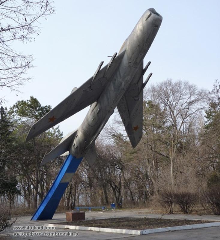 Рвущийся в небо МиГ-19 - памятник воинам 5-й гвардейской воздушно-десантной дивизии, освобождавшей район будущего Светловодска в 1943 году (фото с сайта shukach.com)