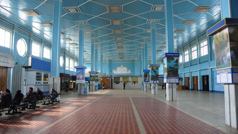 А вот так выглядел интерьер вокзала до начала реконструкции. Будем надеяться, что после её завершения будет не хуже! Фото с сайта tripguide.ru