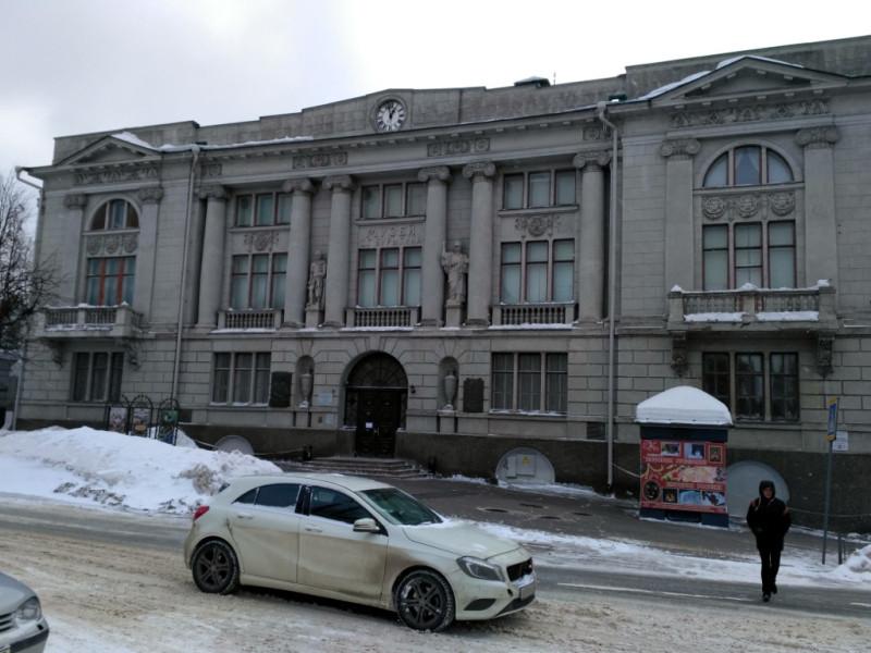 А это тоже его дом. Но не жилой. А специально построенный в 1914 году как первый общедоступный городской музей Иваново
