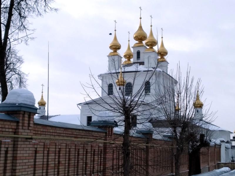 Успенский собор, построенный в 1843 году и практически уничтоженный в годы советской власти, вновь радует глаз и великолепно выглядит не только снаружи, но и внутри