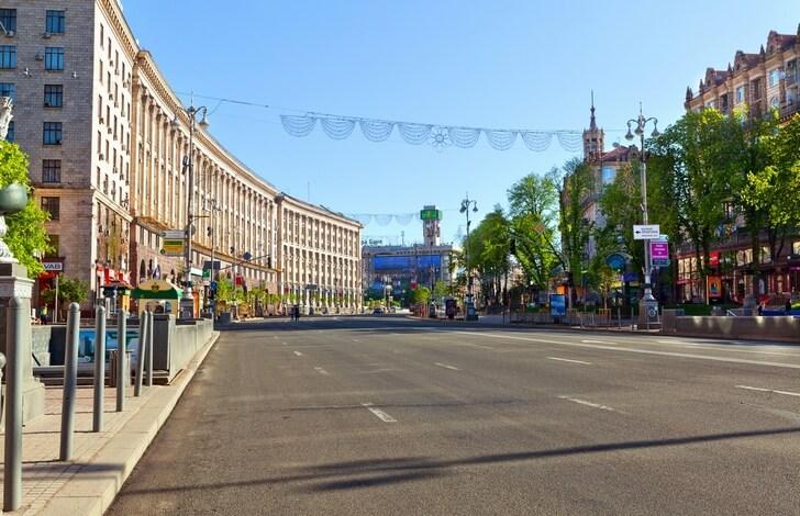 А в середине 00-ых по воскресеньям Крещатик на полдня превращали в пешеходную зону. Хорошая традиция. Интересно, сохранилась ли она? Фото с сайта top10.travel