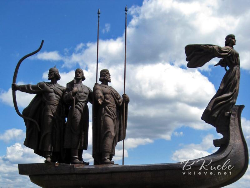 При реконструкции Майдана на нем был установлен ещё один памятник этим же легендарным персонажам истории города, видимо, эти уж больно на русских витязей похожи... Фото с сайта vkieve.net