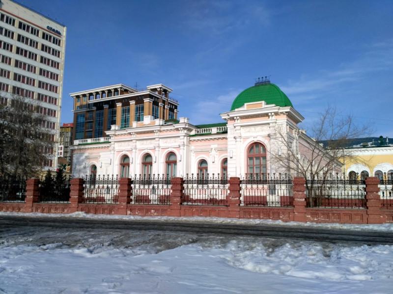 Особняк Батюшкина (начало XX века), когда-то бывший резиденцией Колчака, сегодня работает ЗАГСом