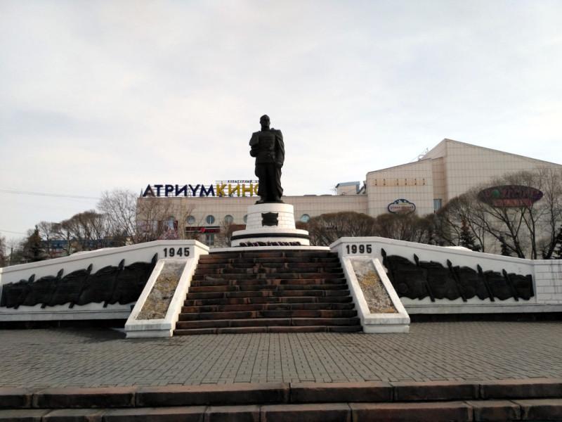 Памятник маршалу Жукову на улице его имени