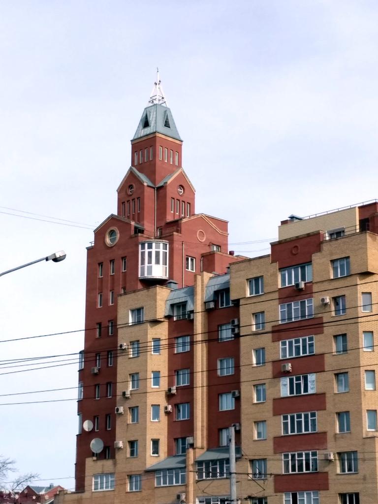 Одна из 2-х 54-х метровых башен Сакена