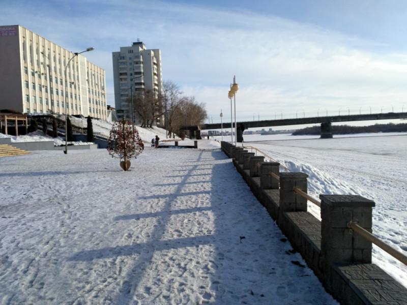 Иртышская набережная и Ленинградский мост