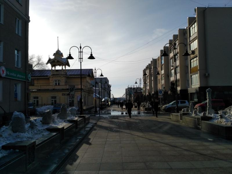 Вот он слева – светло желтое здание с оригинальной башенкой (вторую зачем-то срубили в годы советской власти)