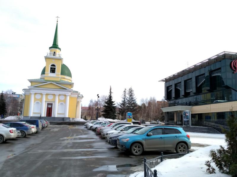 Свято-Никольский Казачий собор и суперсовременный концертный зал Омской филармонии