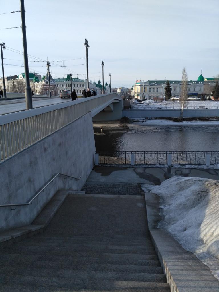 """А вот и Юбилейный мост через Омь и """"Любинский проспект"""" за ним"""