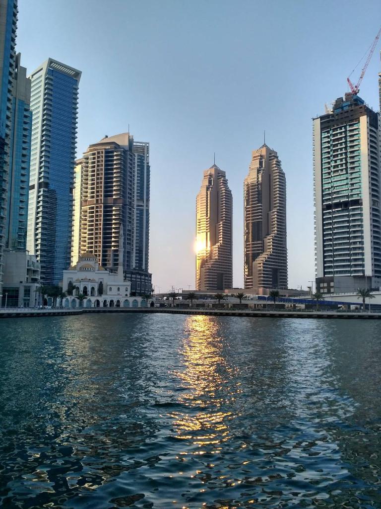 Мечеть в районе JBR (вид из Dubai Marina)