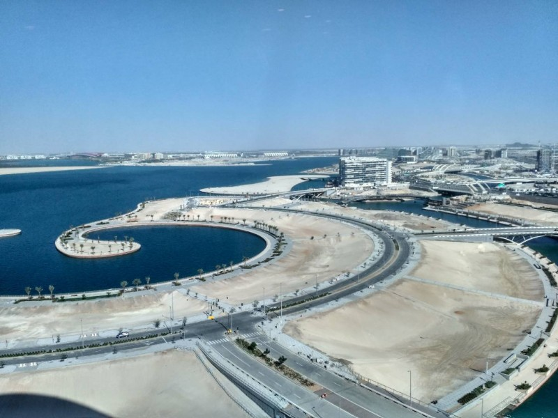 Вид из Aldar HQ на окраине Абу-Даби