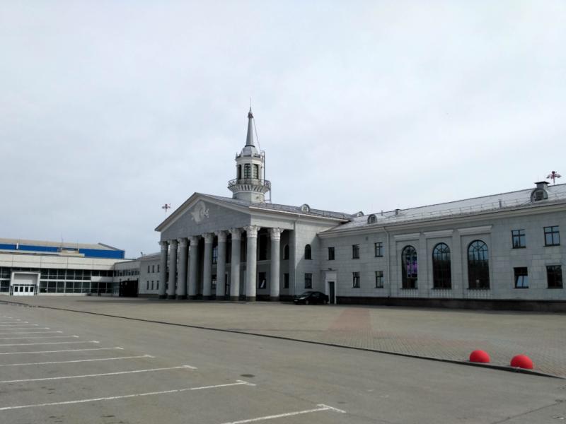 Здание старого аэропорта (1963 год) бережно отреставрировано и превращено в суперский VIP-зал