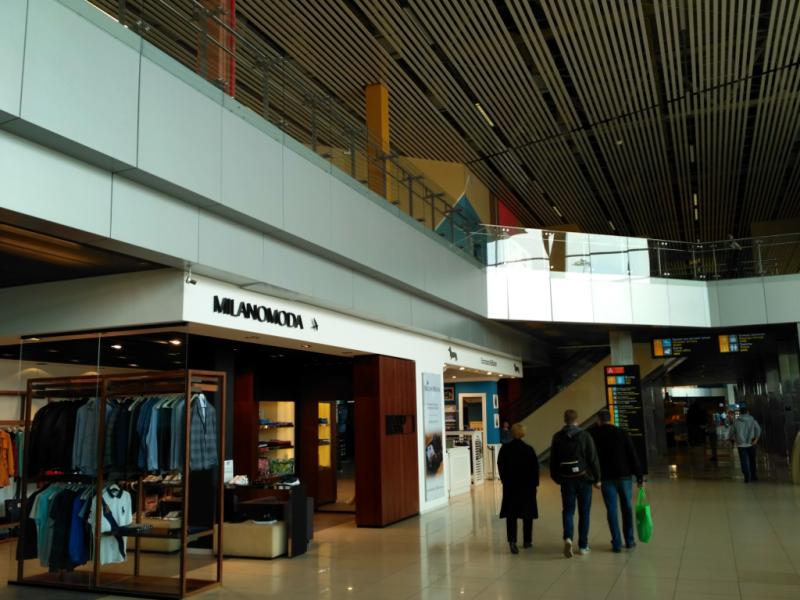 Внутри нового терминала – все модно-современно…