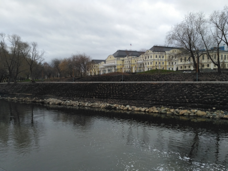 Шикарная резиденция, да что там, дворец представителя Президента в Уральском федеральном округе (2009 г.)