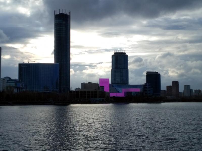 Розовым светится Ельцин-центр