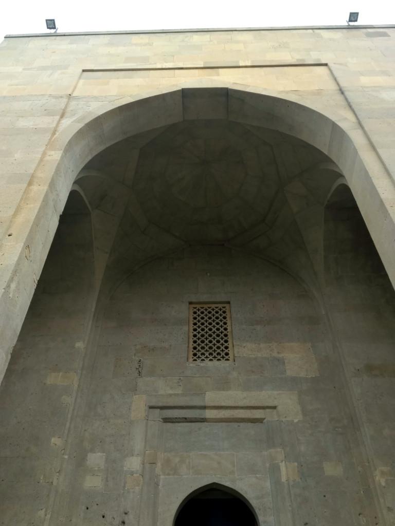 Арка главного входа во дворец. Тоже не самая красивая…