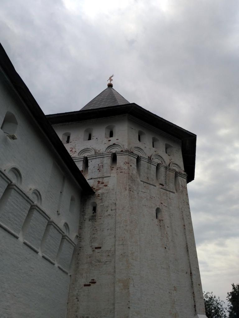 Из семи могучих крепостных башен до наших дней дошли шесть. Думаю, даже современной артиллерии было бы непросто с ними справиться!