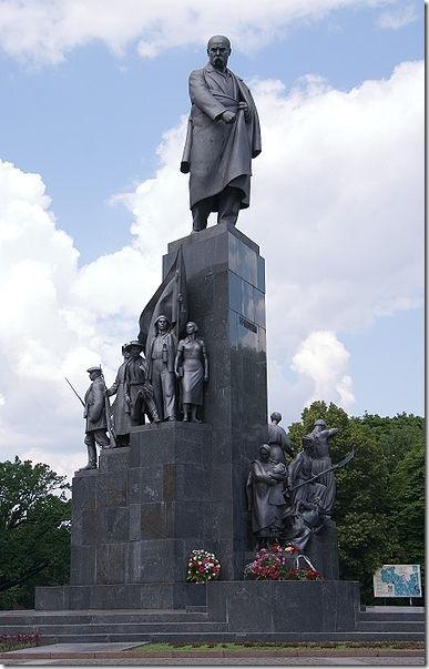 Ещё один из символов города установлен в 1935 году и до сих пор не декоммунизирован. Недоработочка, однако! Фото с сайта odessareview.com