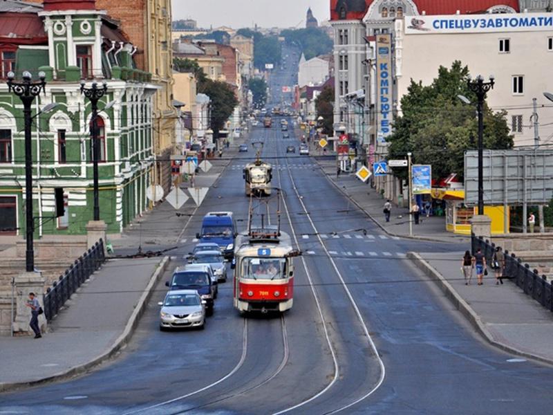 Тот самый Полтавский шлях ведет в центр города из района Холодной горы и Южного вокзала. А вот и очень похожий трамвайчик. Правда, номер маршрута 5-й, а не 6-й… Фото с сайта vgorode.ua
