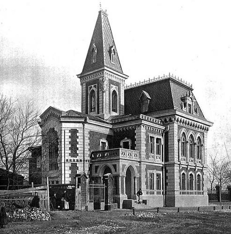 А вот так он выглядел 100 лет назад. Фото с сайта shukach.com