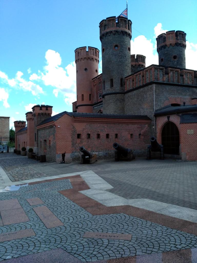 Представляете, какой мощной был сама крепость, если её ворота – целый форт?