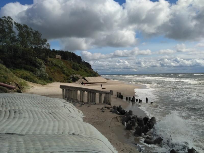 Здесь кончается пляж…