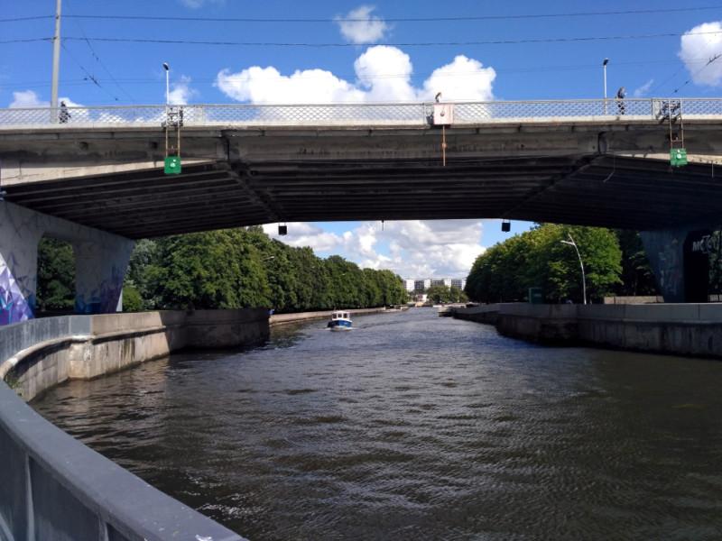Эстакадный мост и Преголя. Справа – набережная острова Канта