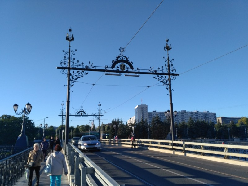 Деревянный мост стоит на этом месте с 1404 года. А текущая его бетонная реинкарнация – с 1904-го…