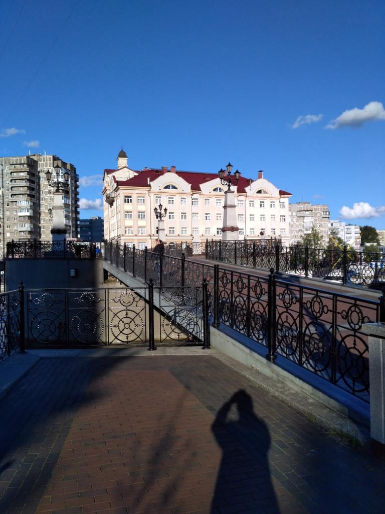 Построен в 2005 г. к 750-летию города на месте разрушенного в войну Императорского моста
