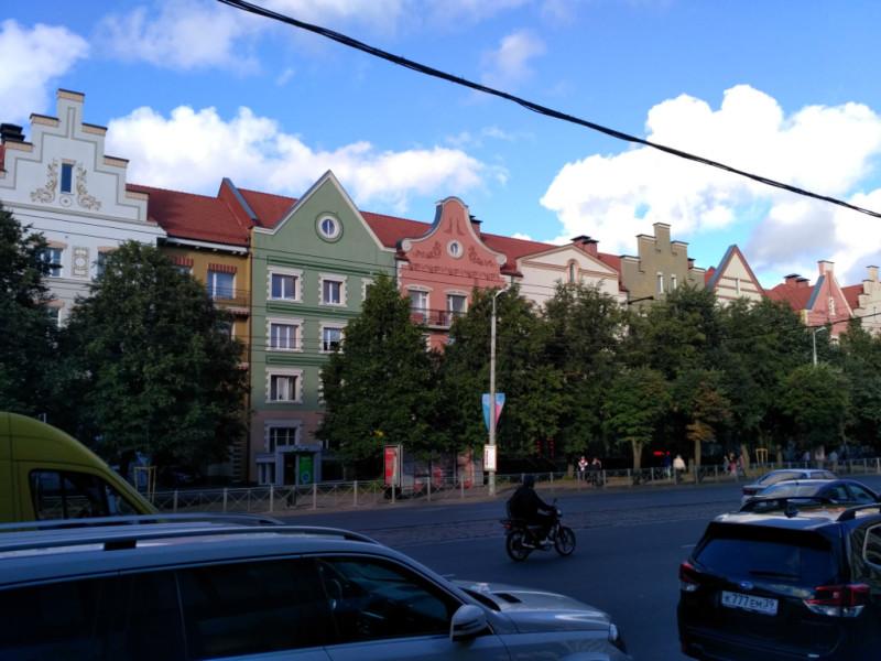 По крайней мере, Ленинский проспект – одну из главных улиц города они очень украсили…