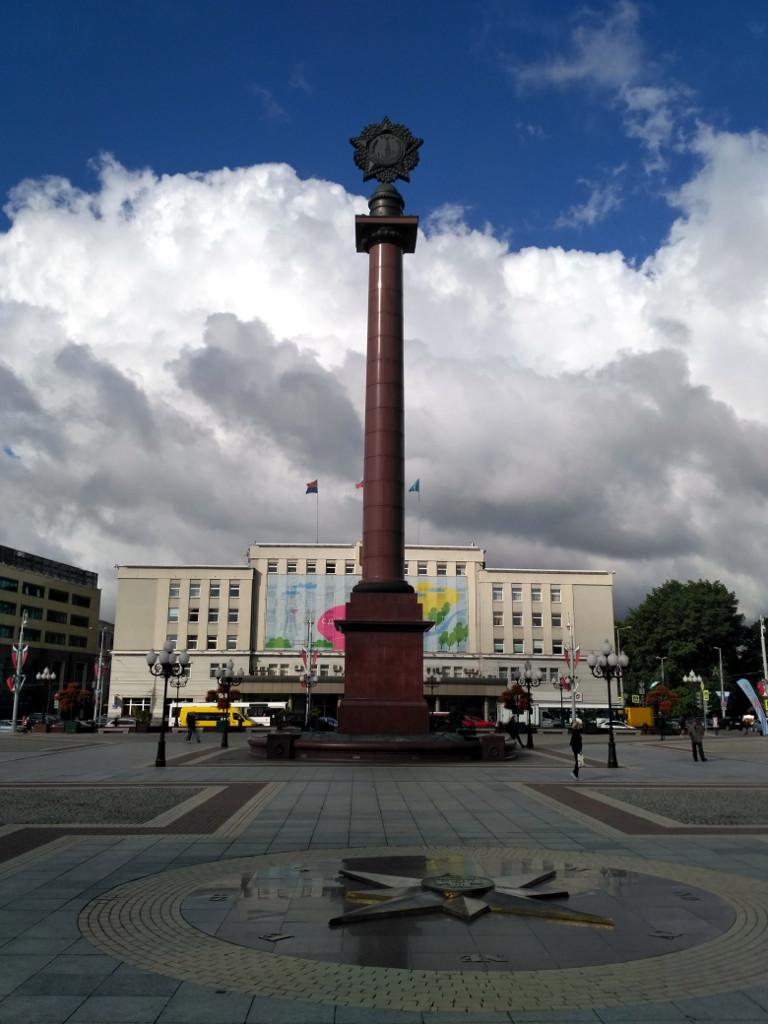 Знак воинской славы на площади Победы