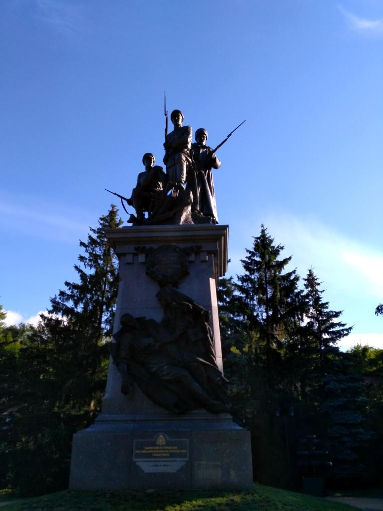 Памятник русским воинам Первой мировой, установленный к 100-летию её начала