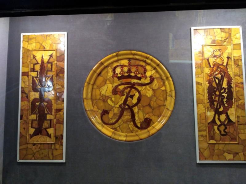 Элементы знаменитой Янтарной комнаты, сделанной, как известно, из местного янтаря