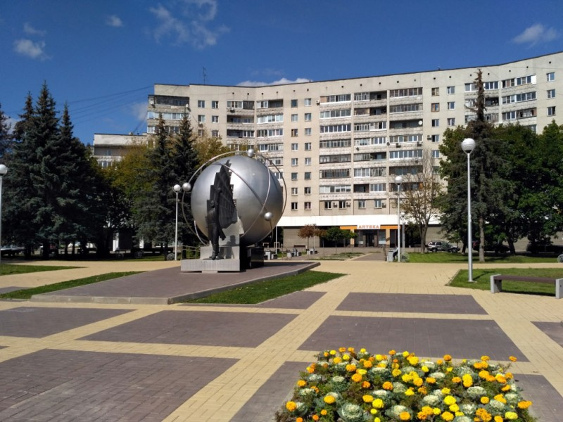 Памятник первопроходцам атомной энергетики на Треугольной площади