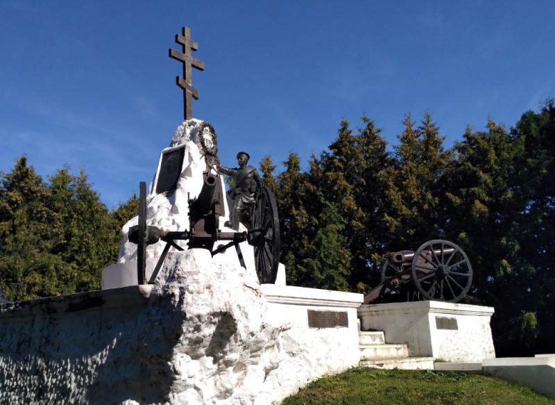 Мемориал на братской могиле в сквере 1812 года