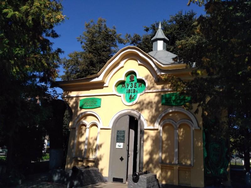 Часовня в память погибших в битве при Малоярославце (1860 г.). Построена на деньги участника сражения и местного помещика майора Максимова. Сегодня в ней располагается диорама битвы, созданная в 1987 году