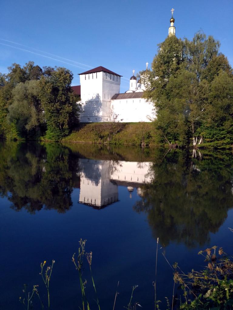 Тайницкая башня и монастырский пруд