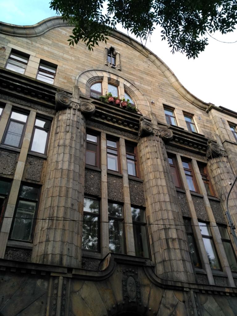 Еще один пример работы того же архитектора (правда, заметно?) – дом семьи Теслеф (1910 г.)
