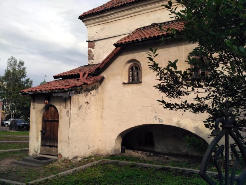 """Не смотрите, что здание обшарпанное и с виду не очень """"казистое"""". На самом деле костел Святого Гиацинта с 1809 года был главным храмом всех католиков Финляндии"""