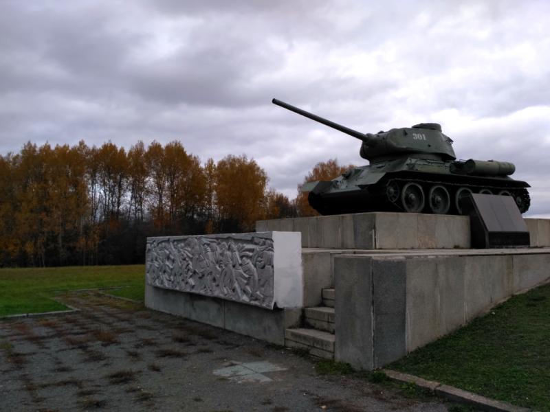 Памятник воинам 5-й армии, в состав которой входила 32 дивизия, установленный к 30-летию битвы под Москвой